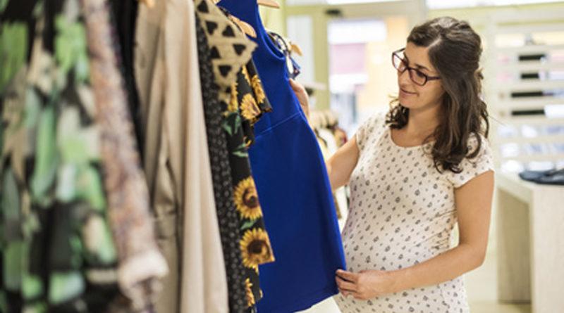Vêtements de grossesse : des femmes belles et chic avec le ventre rond